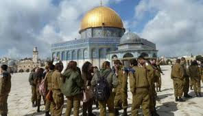 مستوطنون يهود يقتحمون المسجد الأقصى