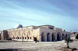دفعة ثانية من أهالي غزة تتوجه إلى القدس للصلاة بالأقصى