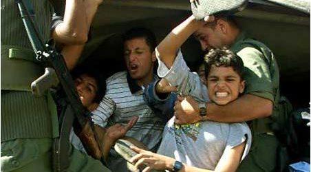"""صرخة """"الله اكبر"""" تؤدي بسجن 3 فلسطينيين"""