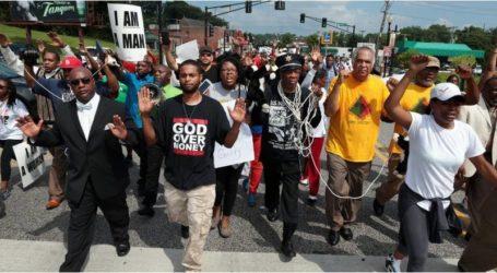 المحتفلون بعيد العمال في نيويورك ينددون بعنف الشرطة