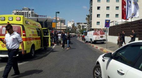 """إصابة 4 """"إسرائيليين"""" في عملية طعن بتل أبيب"""