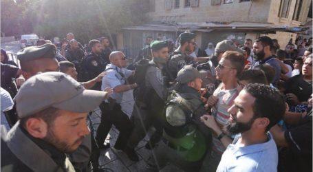 الشرطة الإسرائيلية تعتدي على فلسطينيين في القدس