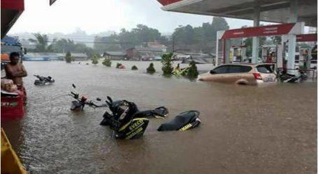 وفاة شرطي بعد انهيار الجدار أثناء إجلاء ضحايا الفيضانات