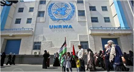 الأونروا تقدم مساعدات مالية للنازحين الفلسطينيين
