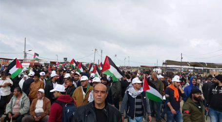 آلاف الفلسطينيين يتوافدون على المسجد الأقصى لأداء صلاة الجمعة الأولى من رمضان