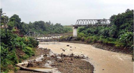 مقاطعة رياو  تشهد انفصال قريتين جراء انهيار الجسر