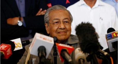 مهاتير محمد يؤدي اليمين الدستورية رئيسا لوزراء ماليزيا