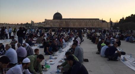 """جمعية """"صدقة طاشي"""" التركية تقيم إفطارا في المسجد الأقصى طوال رمضان"""