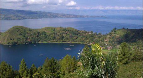 فريق البحث والإنقاذ يواصل البحث عن ضحايا السفينة الغارقة في بحيرة توبا
