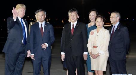 الرئيس الأمريكي يصل إلى سنغافورة لعقد قمة تاريخية مع كيم جونغ اون