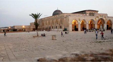 مستوطنون يهود يقتحمون ساحات المسجد الأقصى المبارك