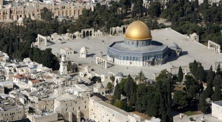 السلطات الإسرائيلية تبعد 13 فلسطينيًا عن المسجد الاقصى