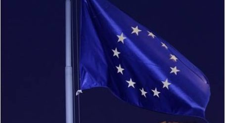 مفوض أوروبي يستبعد مخرجا سريعا لأزمة الهجرة
