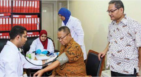طلاب إندونيسيا يتبرعون بالدم للهلال الأحمر المصري