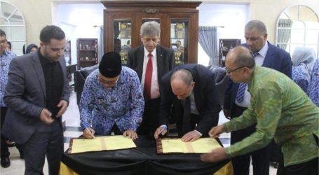 بلدية الخليل توقع اتفاقية توأمة مع بلدية مكاسر الاندونيسية