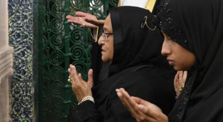 رئيسة وزراء بنجلاديش تزور المسجد النبوي