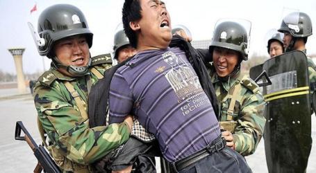 إرغام الأمن الصيني مسلمي الإيجور على لحم الخنزير