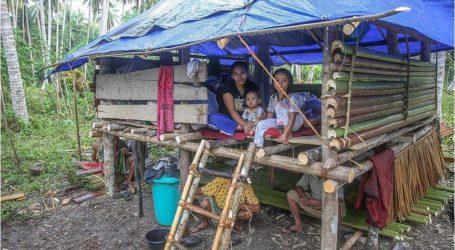 الديانة التركي يوزّع مساعدات لمنكوبي تسونامي في إندونيسيا
