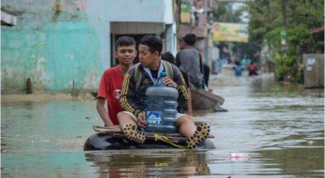 حاكم جاوا جاوة الغربية  يقترح بناء أربعة أحواض للاحتفاظ بمياه الفيضانات