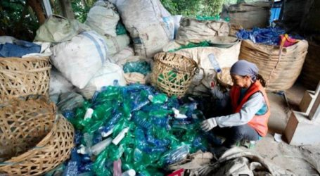 جمعية النفايات الإندونيسية  لم توافق على خطة لحظر استخدام البلاستيك