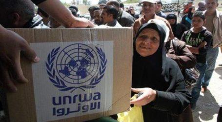 الأونروا توزع مساعداتها المالية للاجئين في مخيمي حندرات والنيرب قرب حلب