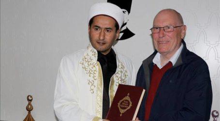 بريطاني في السبعين من عمره يعلن إسلامه في تركيا