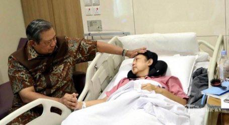 رئيس وزراء سنغافورة يزور السيدة الأولى الإندونيسية السابقة آني يودهويونو في المستشفى
