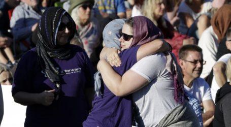 آلاف النيوزيلنديين يكرّمون ذكرى ضحايا مجزرة المسجدين