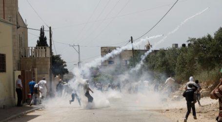عشرات الاصابات بالاختناق عقب الاحتلال اقتحام شعفاط