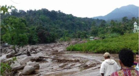 فيضانات مفاجئة تضرب ديليريسدانج في سومطرة الشمالية