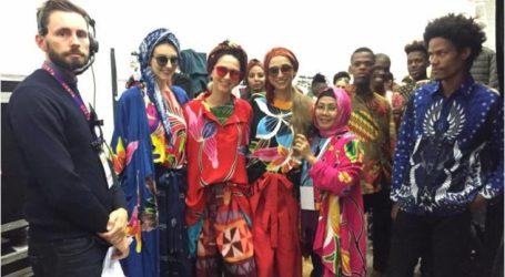 ملابس الباتيك الإندونيسية في معرض المنسوجات والملابس والأحذية  تجذب سكان جنوب إفريقيا