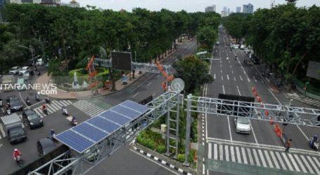 تقوم سورابايا وضع إشارات المرور التي تعمل بالطاقة الشمسية