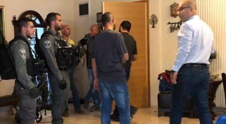 المخابرات الإسرائيلية تعتقل وزير شؤون القدس من منزله