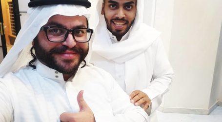"""سعودي داعم للاحتلال يستضيف """"أصدقاء يهود"""" بمنزله"""