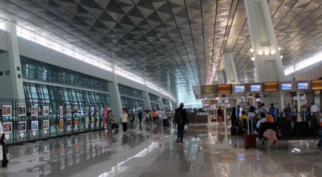 الوزير يتفقد خدمة الشحن والتطعيم في مطار سوكارنو هاتا