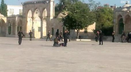 إسرائيل تعتقل مقدسيين بعد الاعتداء عليهما قرب الأقصى