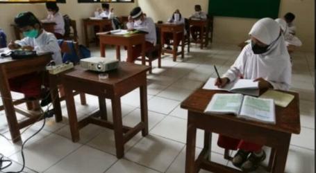 منظمة الصحة العالمية تشجع المدارس في إندونيسيا على إعادة فتحها