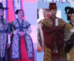 الوزير مكارم يشيد بعرض الأزياء الذي يصور مزيج الباتيك والهانبوك