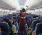 خبير: إزالة القناع عند وجبة الأكل أثناء الرحلات الجوية يزيد من خطر انتشار الفيروس