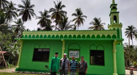 العالم الفلبيني أبو بكر يقيم دعوة للذين اعتنقوا الاسلام